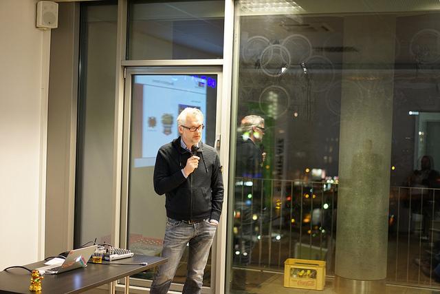 Friedhelm Bixschlag stellt auf dem 2. Bewegtbildstammtisch die MMC Studios vor.