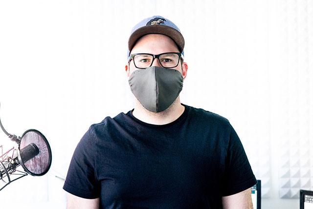 Droid Boy mit Maske für das Projekt Maskenkultur.