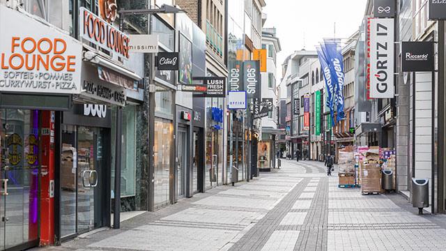 Die Hohe Straße in Köln von Raimund Spekking auf Wikimedia.