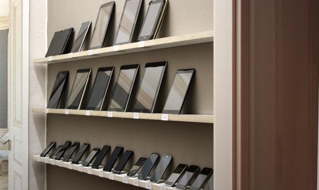 Phones, Tablets und sogar ein Smart-TV. Alles gespendet.
